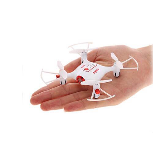 Model Syma X20 to mały dron dla dziecka z systemami ułatwiającymi latanie jak auto start i lądowanie oraz utrzymywanie pozycji.