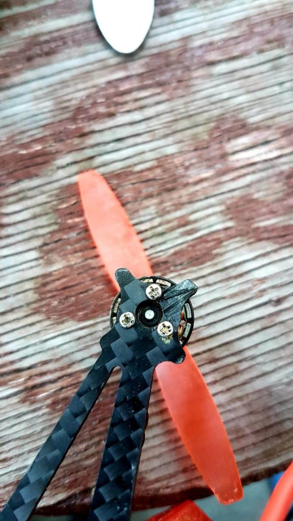 Uszkodzenie ramy w sailfly-x