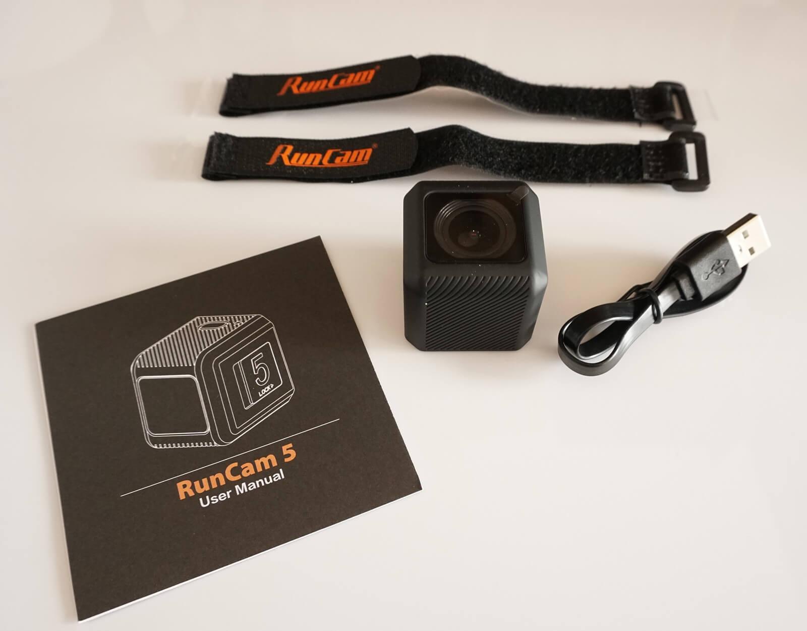 W zesawie z kamerą otrzymujemy 2 rzepy, instrukcję, i kabel micro usb