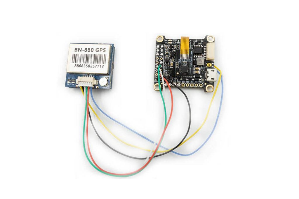 Podłączenie GPS do kontrolera lotu za pomocą pól lutowniczych