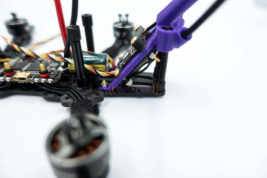 Montaż półki z elektroniką do drona FPV