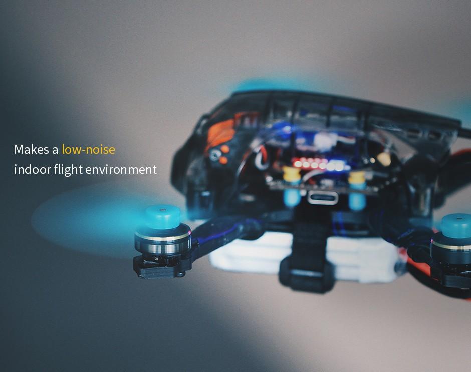 Dron wyścigowy FPV z zamontowanymi wydajnymi silnikami F1303