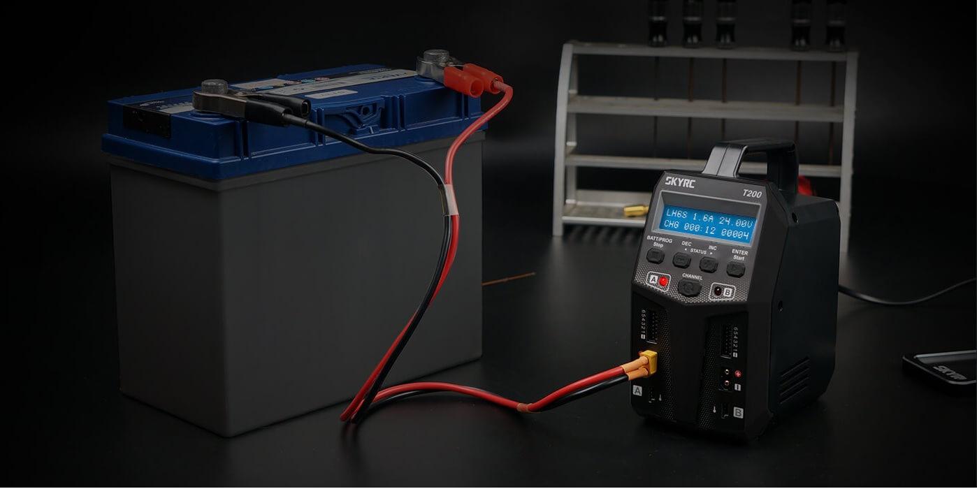 Umożliwia bezpieczne ładowanie akumulatorów AGM